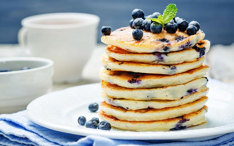 amerikanske pandekager med blåbær